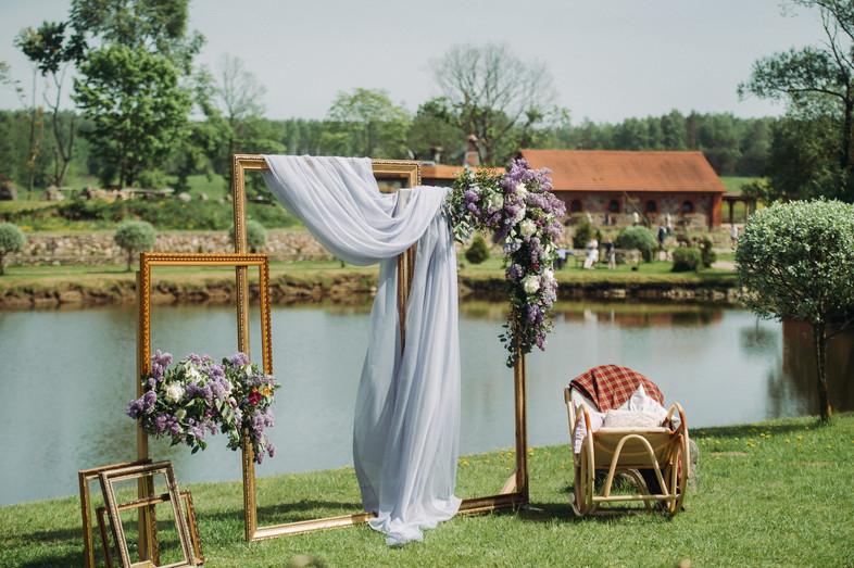 photo-zone-wedding-near-lake-with-chair-
