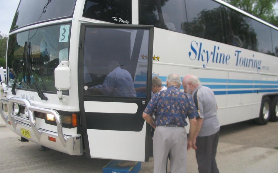 Bus leaving.JPG