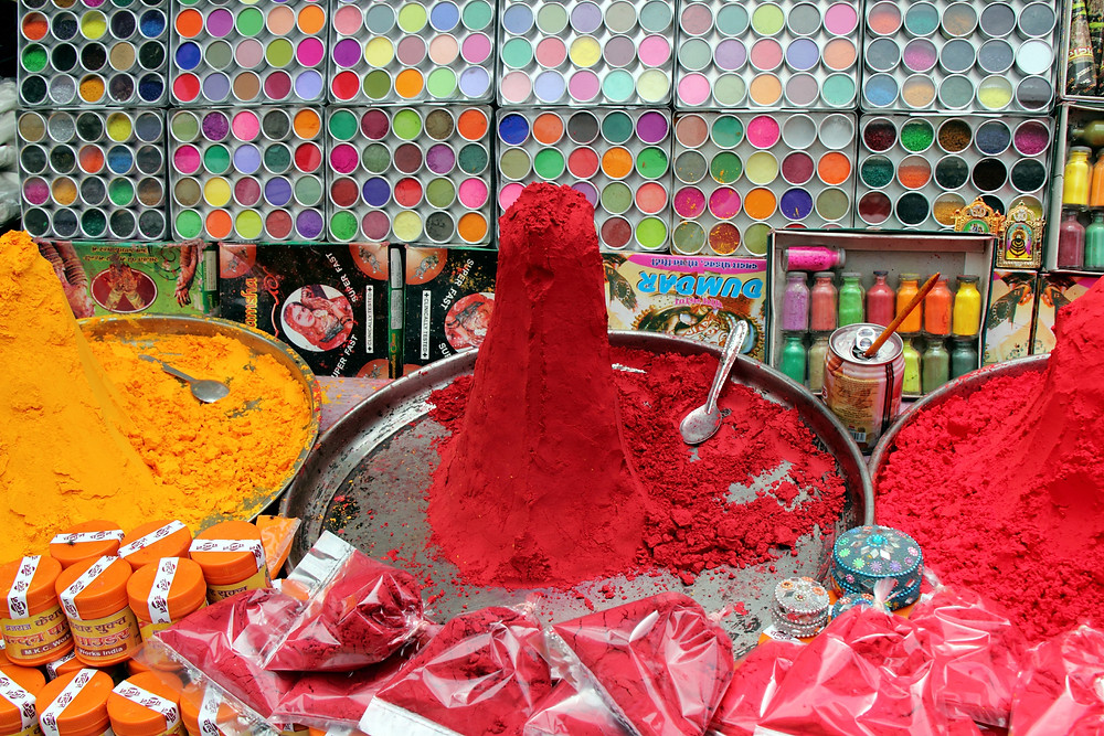 By Fulvio Spada from Torino, Italy - Make-up stall - Pushkar, CC BY-SA 2.0, https://commons.wikimedia.org/w/index.php?curid=40012622