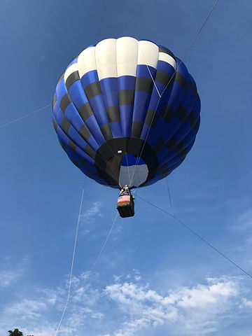 Tethered hot air balloon