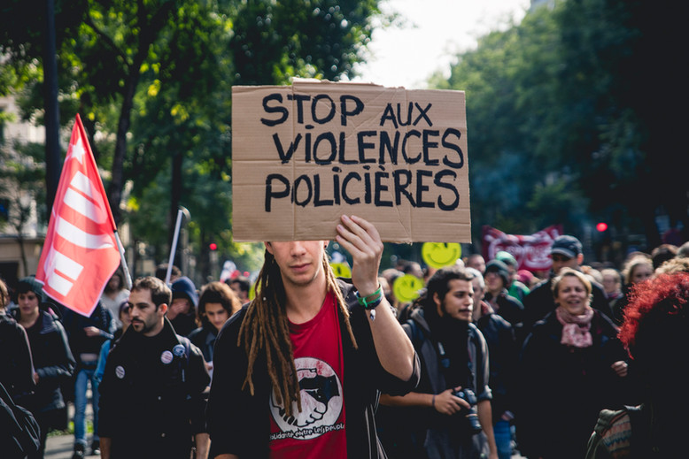 People are  demonstrating in Paris against the disassemblemet of the refugee camps of Calais and Paris. Paris October 15th, 2016