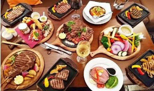 ランチ ワンプレートランチ(魚系&肉系あり)¥972 オムライス¥972 国産牛100% ハンバーグ(ライス付き)¥1286 等 全11種類  ディナー 前菜盛り合わせ(3種)¥1571 前菜全7種類  シーザーサラダ¥884 他サラダ全6種  オムライス¥1276 ウニボナーラ¥1472 他 パスタあり  サーロインステーキ150g¥1885 グラス牛 ヒレステーキ150g¥2288 国産牛100%ハンバーグ180g¥1286  他 肉の種類全9種 (豚・鳥あり)         デザート レアチーズケーキ¥550 ガトーショコラ¥540  他  全8種 ¥480~
