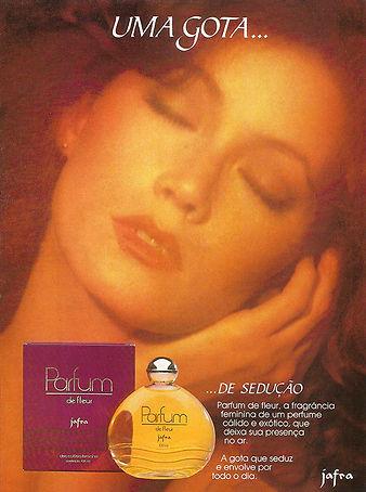 Folheto de lançamento da fragrância Parfum de Fleur.