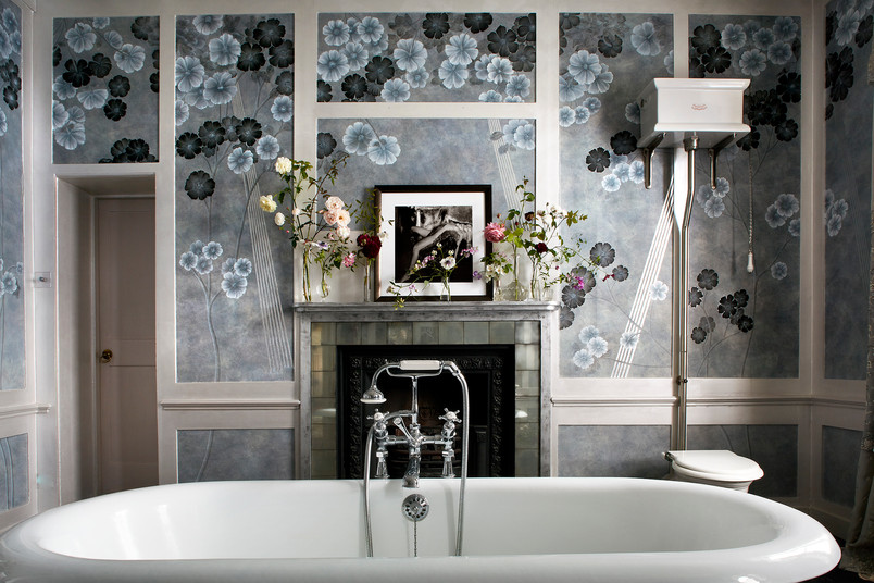 Kate Moss's Bathroom decorated with De Gournay Wallpaper