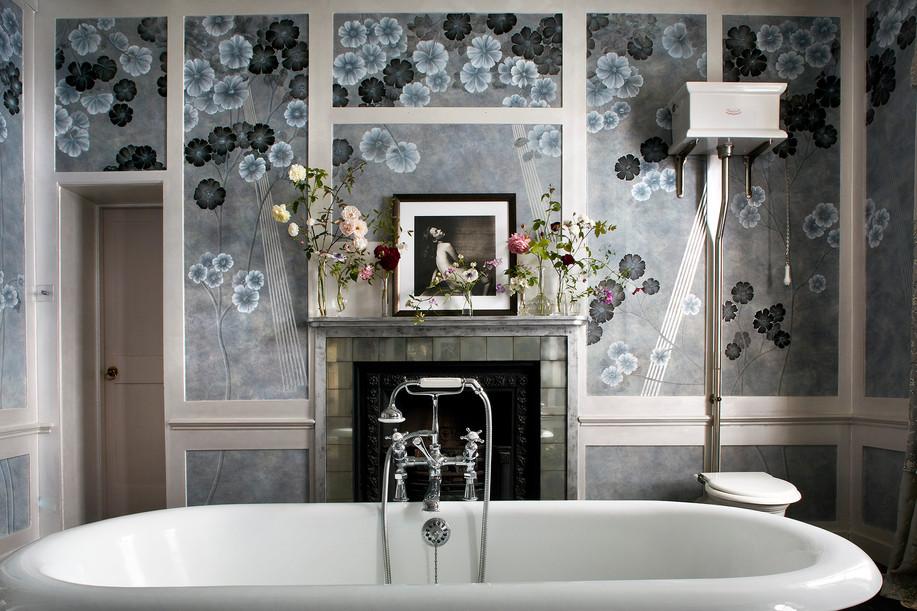 Kate Moss's bathroom, De Gournay Wallpaper
