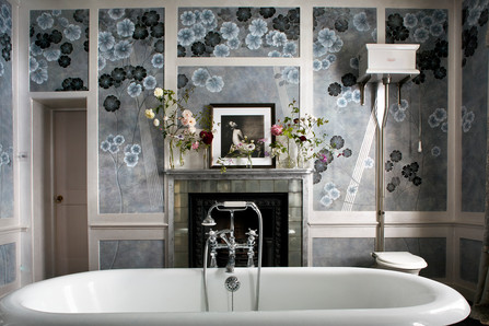 Kate Moss's bathroom, De Gournay Wallpaper