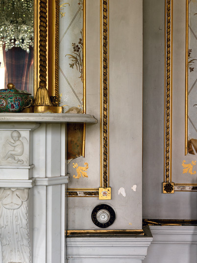 Mantlepiece Detail withBell Push