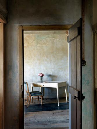 Nina Campbell furniture