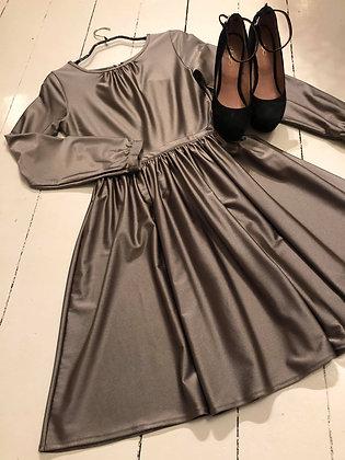 Nida kjole kort