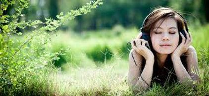 Spécial COVID comprendre et accompagner ses émotions.  L'émotion vient du mot latin «emovere» qui veut dire «mettre en mouvement».  Elle fonctionne comme un thermostat, elle exprime un déséquilibre et nous met en mouvement. Il s'agit d'un signal corporel qui nous indique qu'il se passe quelque chose d'important que l'on doit entendre afin d'agir pour revenir à l'équilibre. Valérie ALEGRE Hypnose Psycho-énergétique 78