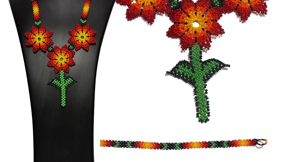 Collar de flores triple