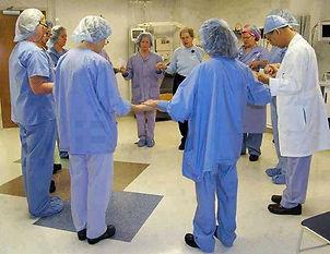 Le Reiki est désormais présent dans de nombreux services hospitaliers du monde entier.    Il est utilisé en parfaite complémentarité avec la médecine conventionnelle.    Des pays comme les Etats-Unis, le Royaume Uni, l'Allemagne, l'Australie, Le Canada,l'Espagne ou la Suisse font appel à des praticiens en soins Reiki pour accompagnerles personnes soignées et leur entourage proche. Valérie ALEGRE Hypnose Pyscho-énergétique Juste Bien 78