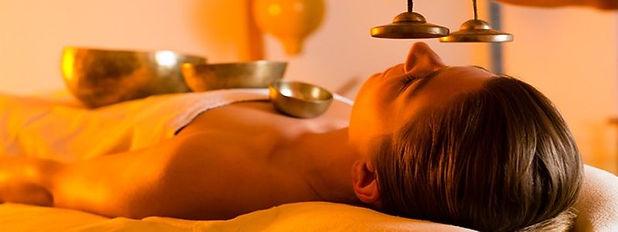 Au rythme des actions, les vibrations, de différentes intensités, pénètreront dans votre corps. Vous aurez ainsi l'impression de recevoir un massage de l'intérieur. C'est ce massage qui est censé stimuler et rééquilibrer votre corps, aussi bien sur le plan physique que sur le plan mental. Massage aux bols tibétains Hypnose énergétique 78 Valérie ALEGRE Juste Bien