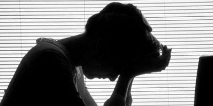 Symptômes physiques, émotionnels, intellectuels du stressdu stress. Ces symptômes ont des répercussions sur les comportements : consommation de produits calmants ou excitants (café, tabac, alcool, somnifères, anxiolytiques…), modification des conduites alimentaires, comportements violents et agressifs, repli sur soi, difficultés à coopérer…    Si l'état de stress se prolonge, il peut provoquer des pathologies graves : maladies cardiovasculaires, dépressions, mais aussi une diminution de la résistance aux infections. Valérie ALEGRE Hypnose Psycho-énergétique 78