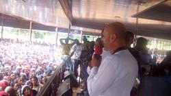 Parlo ad una folla di 10.000 persone