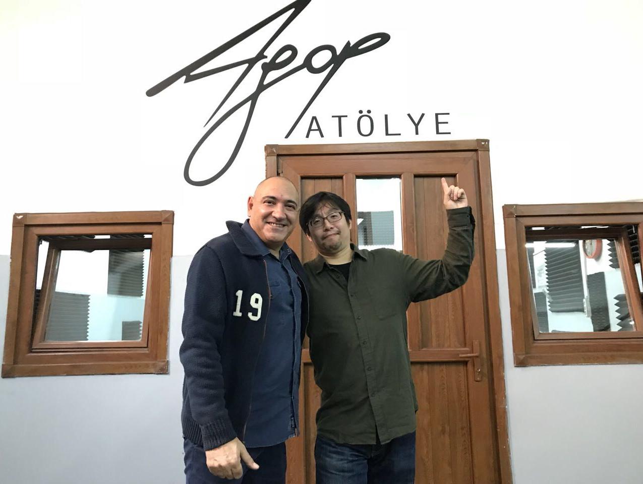 アゴップ社 社長アーマン氏と自慢のアトリエの前でパシャリ