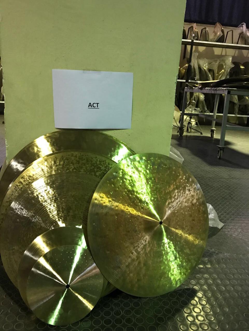 アゴップ工房での選定ホヤホヤのシンバル
