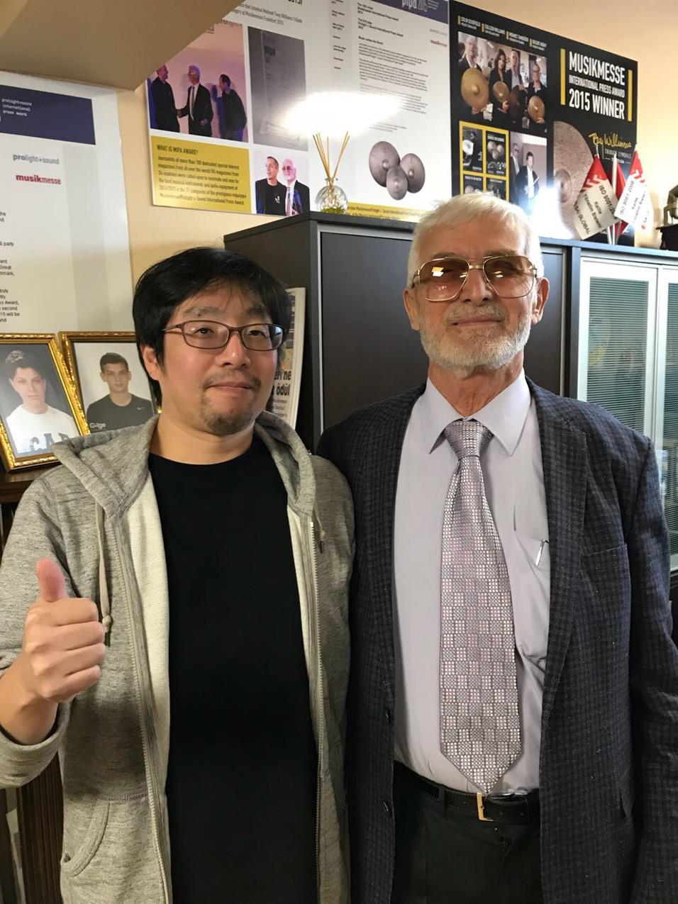 伝説の錬金術師 メメット・タンデガー氏と筆者 (やはりオーラ有)