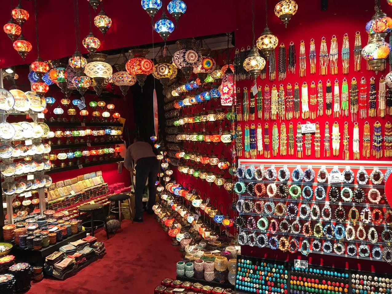 トルコの伝統的なランプ専門店(トルコらしい画その弐)