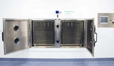 Pharmaceutical production freeze dryer