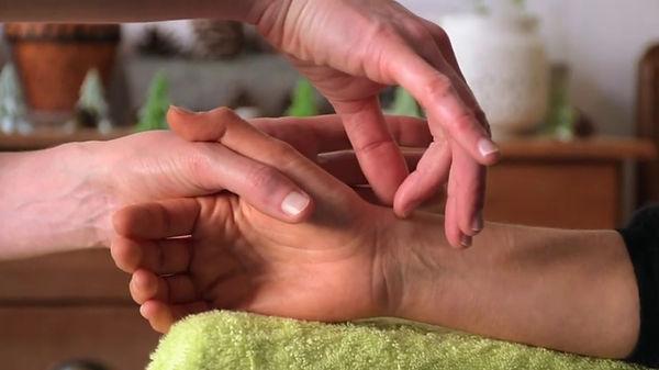MassageMétamorphiqueMains.jpg