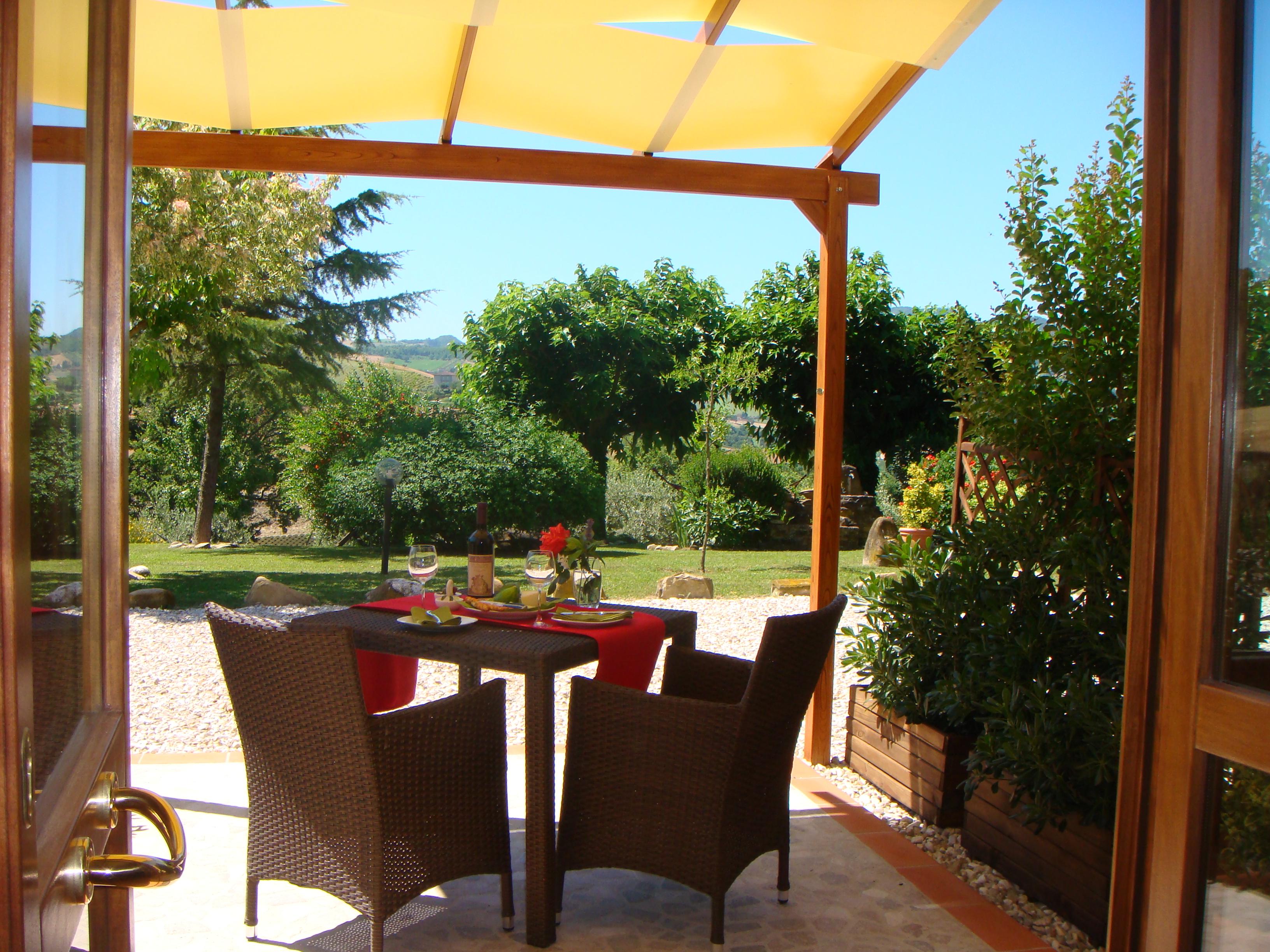 Cardellino, front terrace & pergola