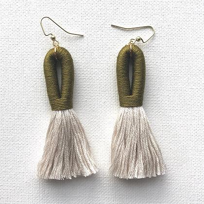 Pippa Tassel Earring in Olive / Beige