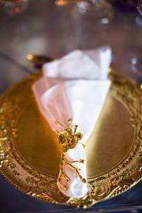 gold underplate wedding