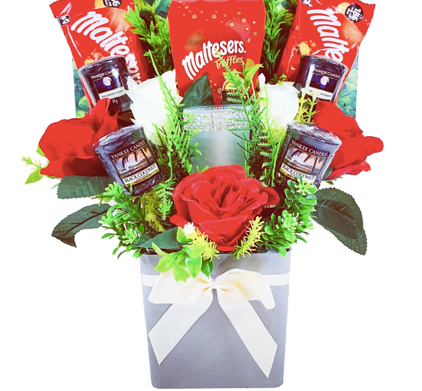 The Yankee Candle & Holder Bouquet