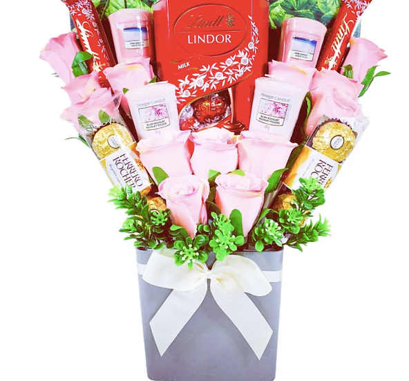 The Yankee Candle and Pink Rose Bouquet
