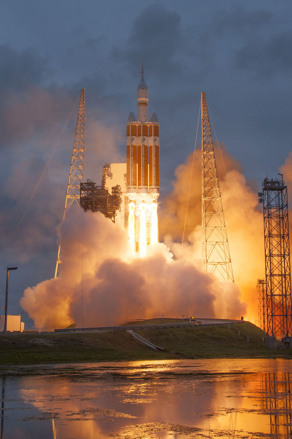 1000px-orion-liftoff