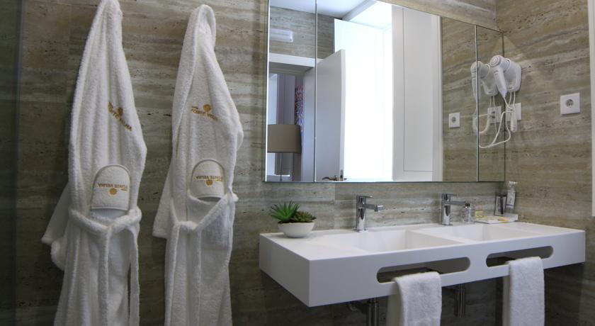 Lavatório WC com toalheiro integrado