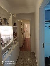 """<p class=""""font_8"""">Apartamento com 2 quartos com roupeiros embutidos, 1 wc, cozinha equipada, sala, vidros duplos, lugar de estacionamento privativo em espaço fechado. Edificio com elevador. Excelente localização com acesso a transportes, serviços e comércio. Junto à Vila Beatriz, Mercadona, Mcdonald,s, auto-estrada</p>"""