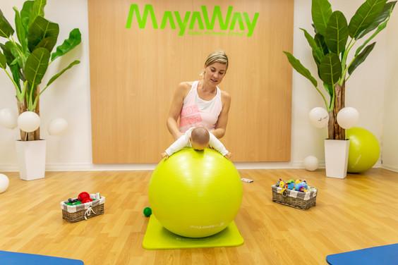 Telovadba z dojenčkom na veliki žogi