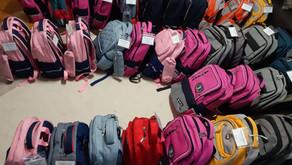 Der Frauenverein Bolligen spendet Schulsäcke zum Schulanfang.