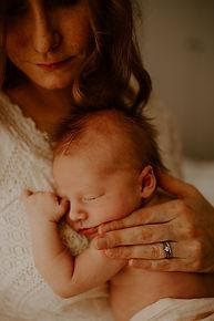 vastasyntyneen kuvaus helsinki espoo vantaa kerava järvenpää, vastasyntynyt, vauva, newborn, newborn kuvaus helsinki espoo vantaa kerava järvenpää, vauvakuvaaja, newborn kuvaaja, vauvakuvaus studiolla, vauvakuvaus kotona helsinki espoo vantaa kerava järvenpää. studiokuvaus. äitiys äiti perhe. mayfly visuals.