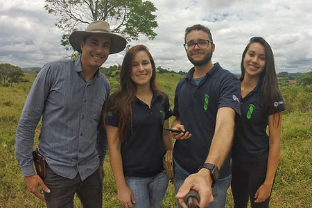 Equipe Floresta Jr. realizando visita técnica