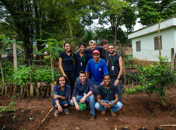 Equipe responsável pela ampliação da horta
