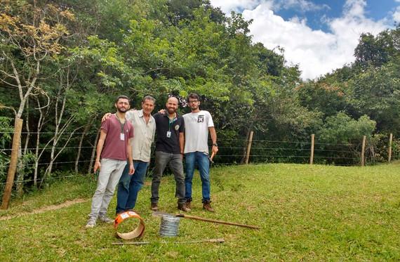 Equipe Renascente com o Seu Luis, proprietário das nascentes