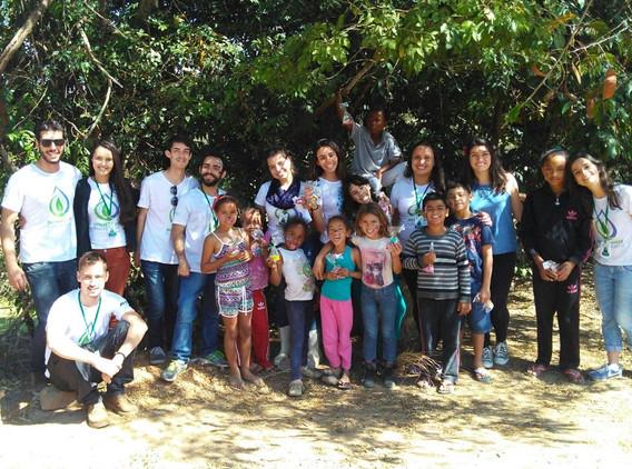 Equipe Floresta Jr. com os voluntários