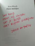 Een gedichtenbundel openen en dit bericht lezen...