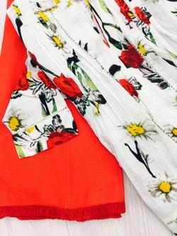 חולצת פרחים יחד עם חצאית פיקה כותנה