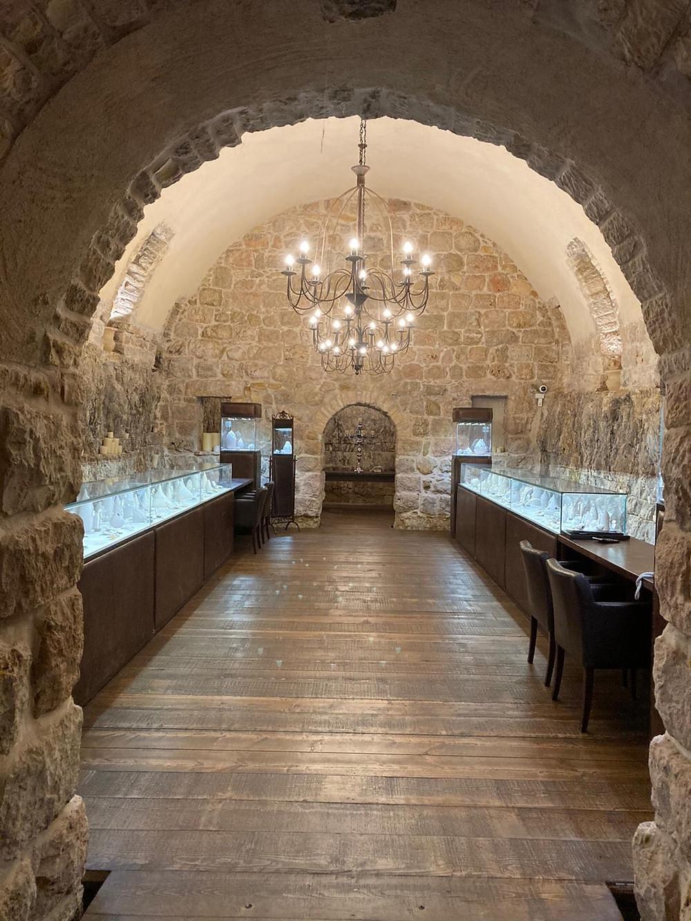 מפעל תכשיטים YVEL בדרך לירושלים