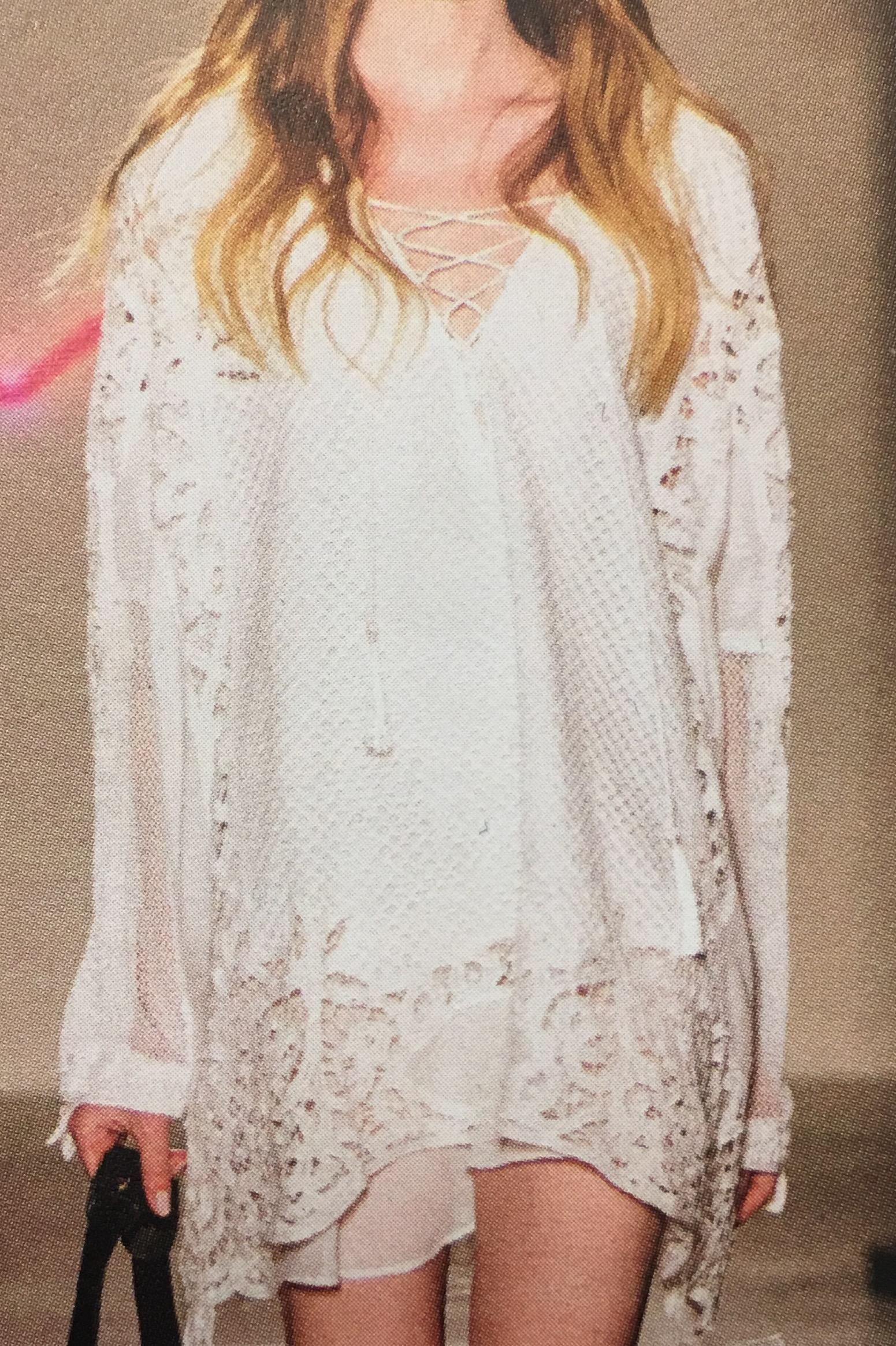 שמלת תחרה לבנה. מושלמת לחופש