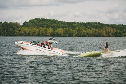 Wakesurfing boat