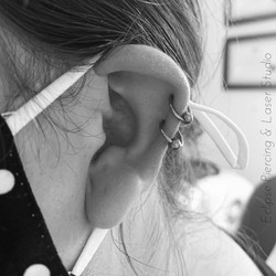 Double helix piercing with ball closure rings