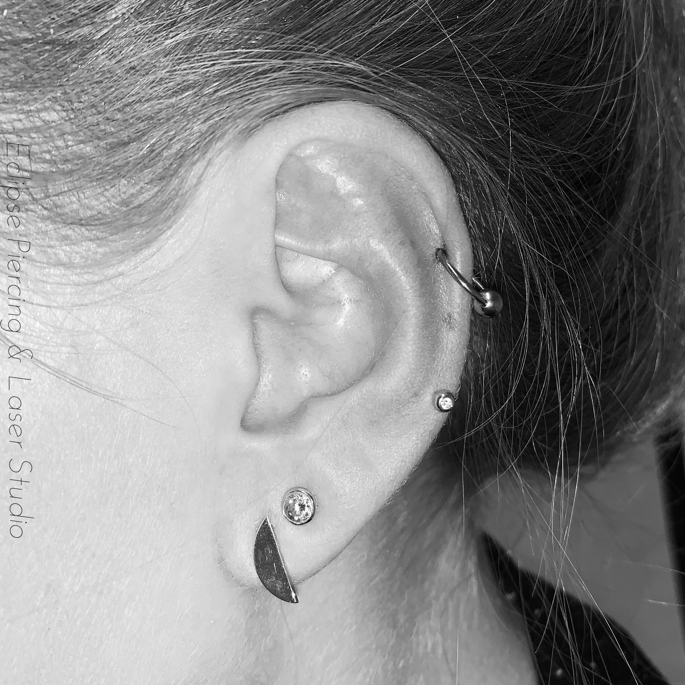 Helix piercing with a ball closure ring
