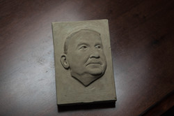 Flachrelief Ludwig v. Mises, Ton