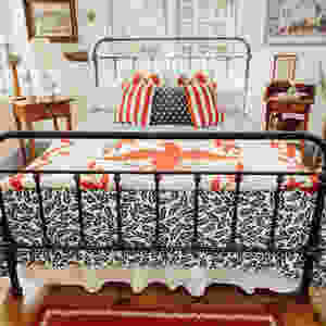 Decorating with Red, White, and Blue in the Guest Bedroom
