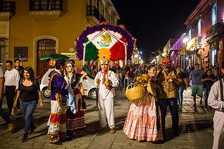 Dia_de_muertos_en_Oaxaca parade.jpg